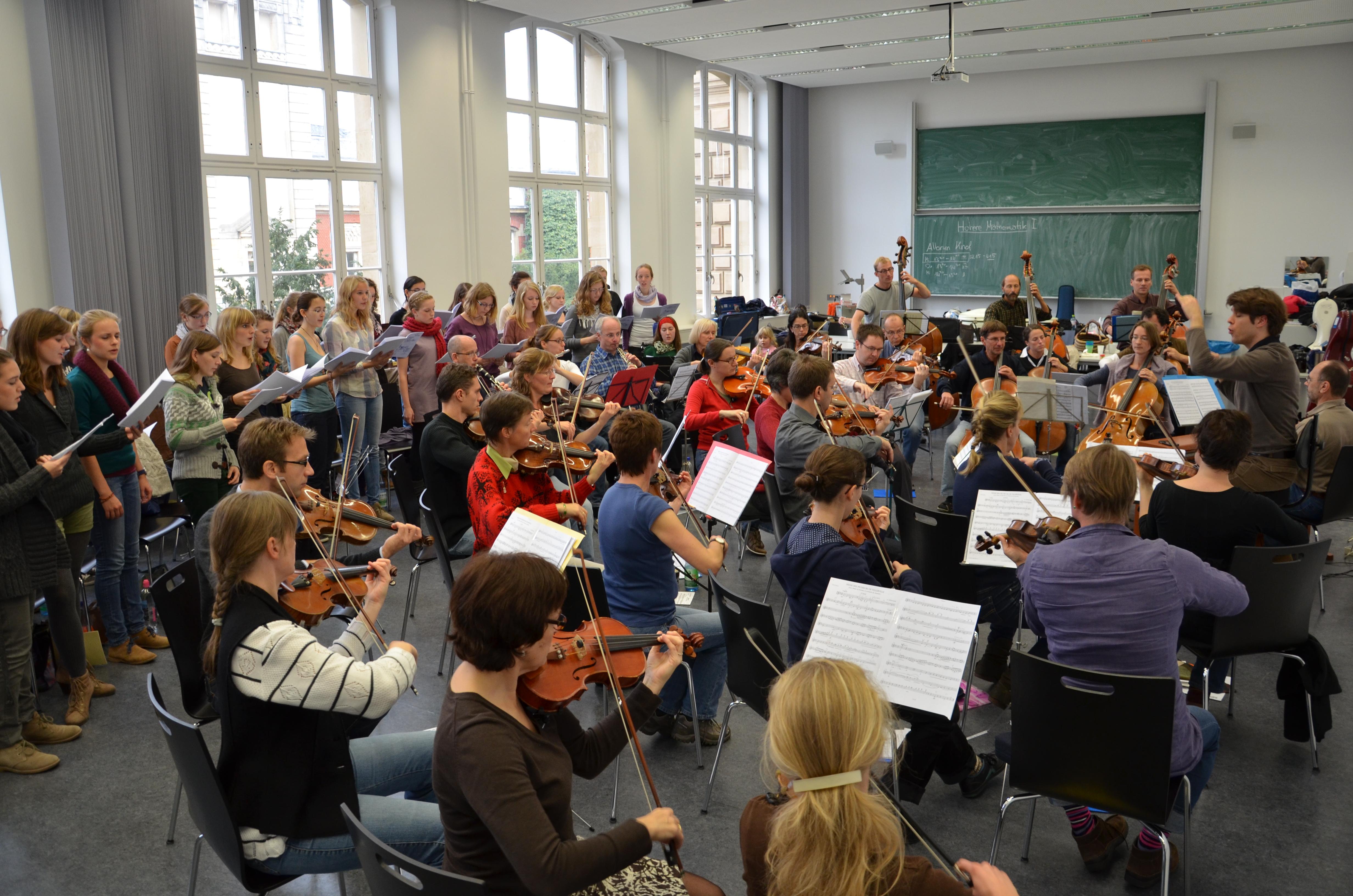 2011-11-Kammerorchester-TUD-Frauenchor-Edith-Stein-Schule